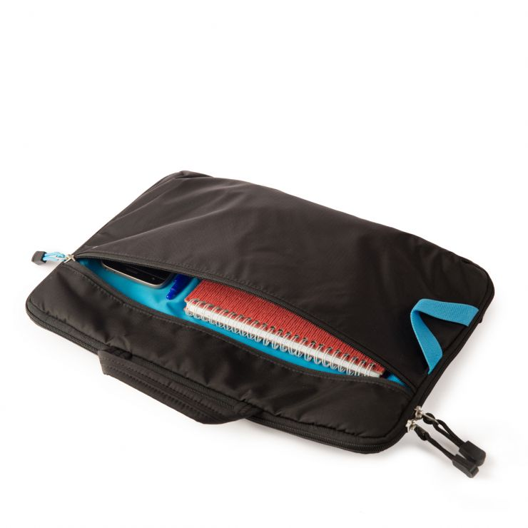 2. laptop sleeve with objects web FSTP9368.jpg